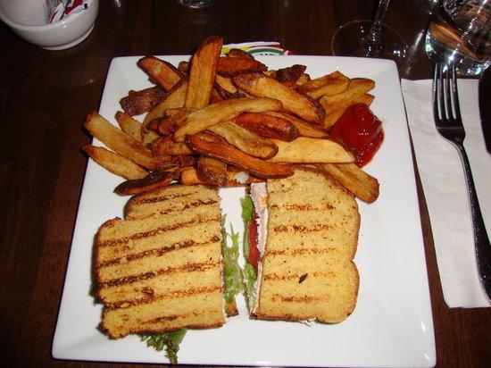 Zero8: Chicken sandwich with hand cut fries