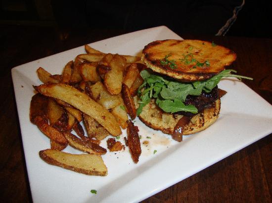 Zero8: Lamb and coriander Hamburger with hand cut fries