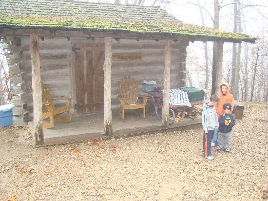 Silver Dollar City's Wilderness : Pioneer Cabin