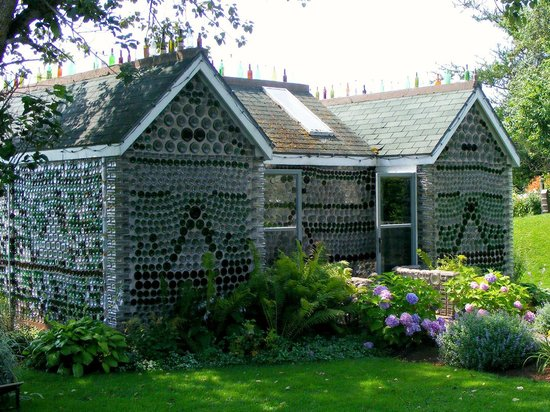 Wellington, Canada: The 3 Room Bottle House