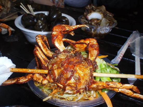Hofang Youth Hostel: crab on a stick at He Fang Street