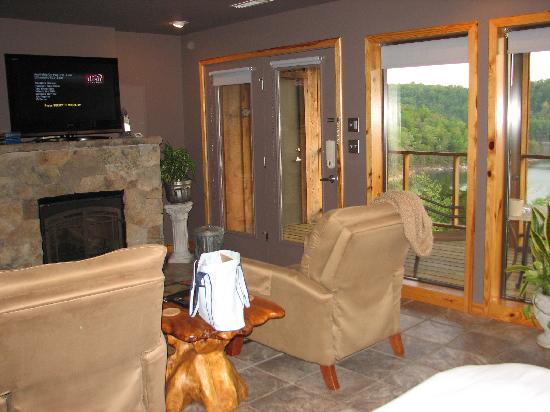 Beaver Lakefront Cabins: living area