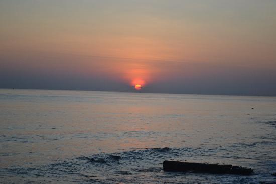 Villa Boreh Beach Resort and Spa Hotel: Amazing sunrises!