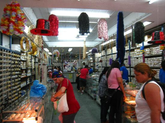 Saara Shopping District: Beads, shells, and jewelry