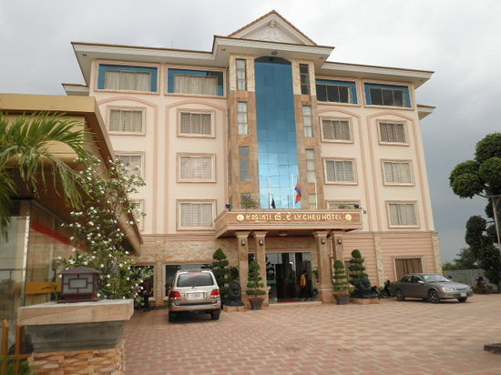Ly-Cheu Hotel: 川沿いにある新しいホテルです。