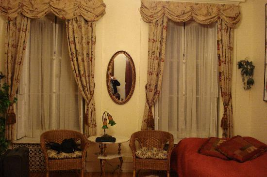 Castel du Monde: part of the room