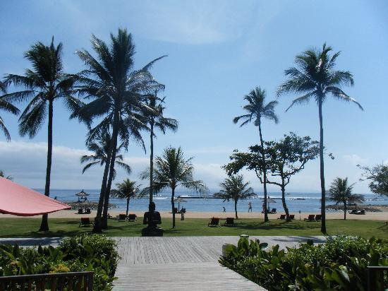 Club Med Bali: バーから海へ