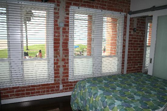 Venice Breeze Suites: Bedroom and view