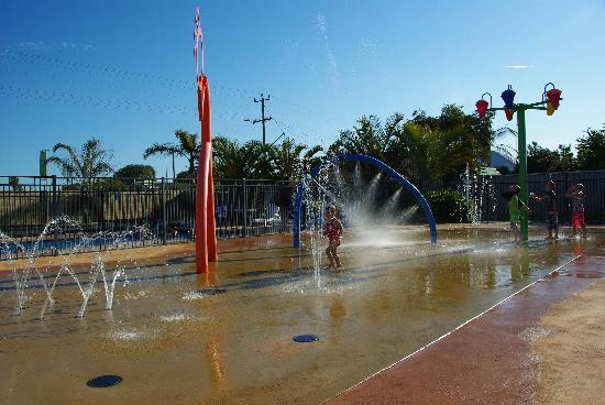 BIG4 Beachlands Holiday Park: The water playground - both my 1 and 2yr olds loved this