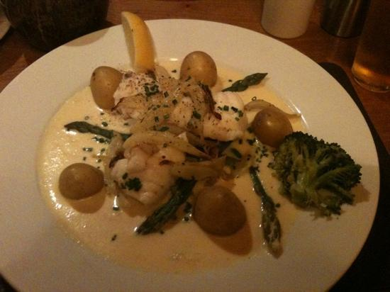 Three Tuns: my monkfish (with extra broccoli) yum