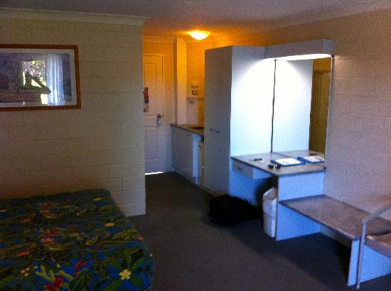 Admiral Nelson Motor Inn: Inside looking towards the door