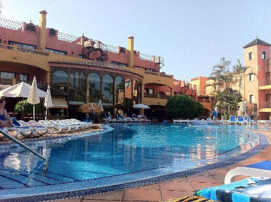 Villa Mandi Golf Resort: poolside