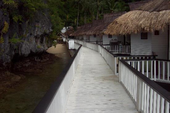 El Nido Resorts Miniloc Island: the pier facing toward the beach