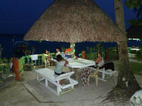 Dalupuri - San Antonio Island, Philippines: evening meal on the beach