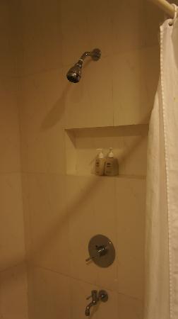 Baan Silom Soi 3: シャワー設備