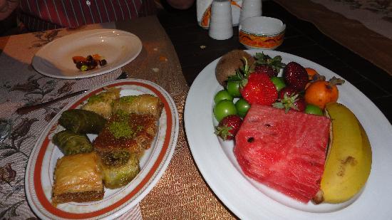 Delphin Palace Hotel: Desserts au restaurant à la carte turc