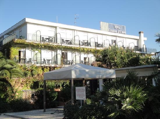 Hotel Giardino d'Europa: parking side room