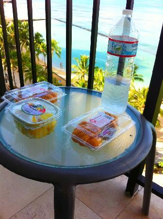 Aston Waikiki Beachside Hotel: ラナイで朝食♪