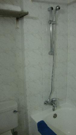 Cavo Maris Beach Hotel : The bathroom