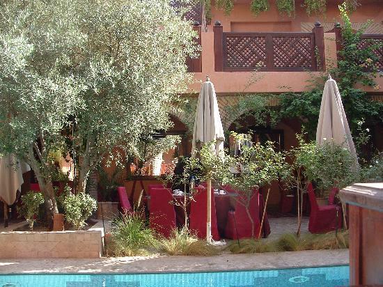 La Maison Arabe: Poolside dining