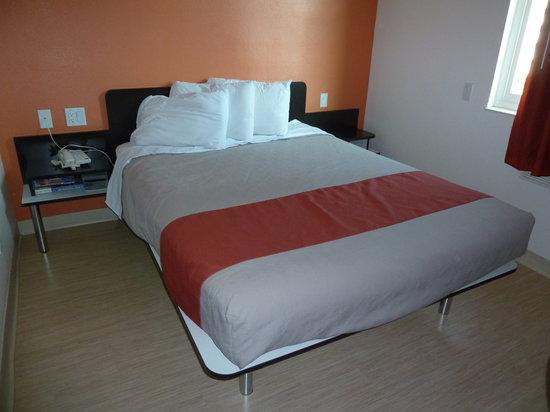 Motel 6 San Diego Downtown: Bett - sehr bequem und saubere Matratzen