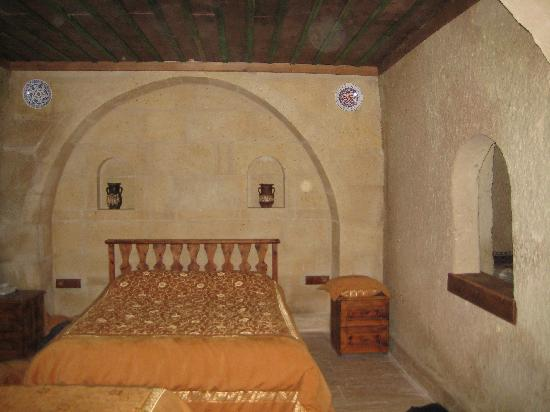 Melis Cave Hotel: the bedroom part of suite