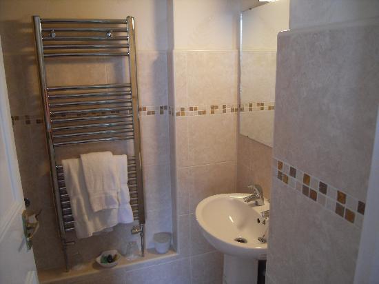 Holmwood House: En-suite bathroom pic 1