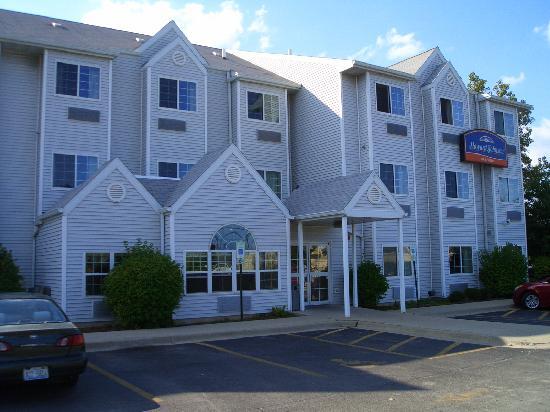 Howard Johnson Inn and Suites Elk Grove Village O'Hare: Außenansicht