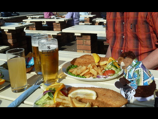 Crown Inn: Plaice and chips on a perfect day