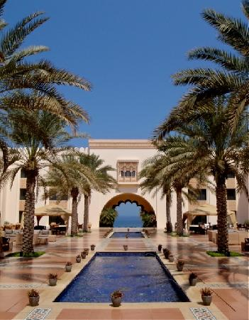 Shangri La Barr Al Jissah Resort & Spa-Al Husn: Venue for pre-dinner drinks