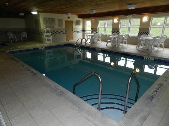 Country Inn & Suites By Carlson, Lehighton (Jim Thorpe: Pool