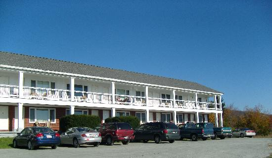 Whitcomb Summit Retreat: Main motel building