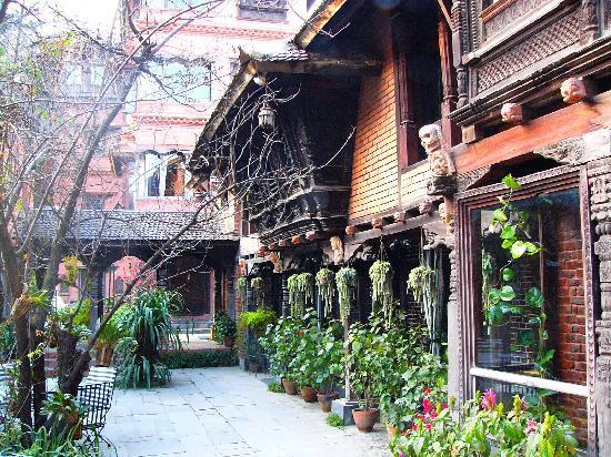 Dwarika's Hotel: Uno dei giardini interni...