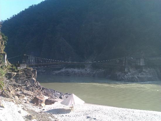 VNA Resorts: Ancient bridge connecting the VNA