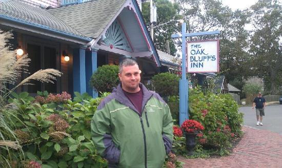Oak Bluffs Inn : Me in front of Inn