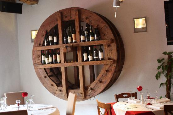 Pomodoro Italian Restaurant: pomodoro interior