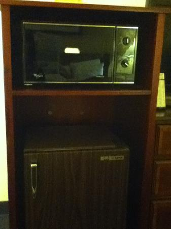 Quality Inn Milwaukee West Brookfield: Microwaves