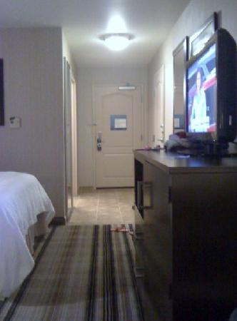Hampton Inn Meadville: entrance to room