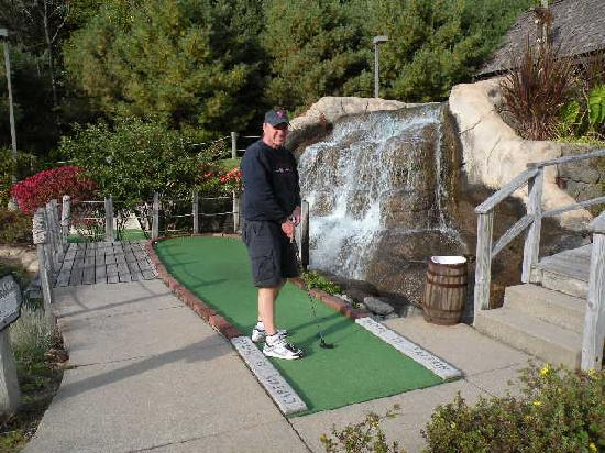 Comfort Inn & Suites North Conway: Mini golf in Conway