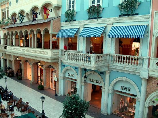 Mercato Shopping Mall: vista laterale