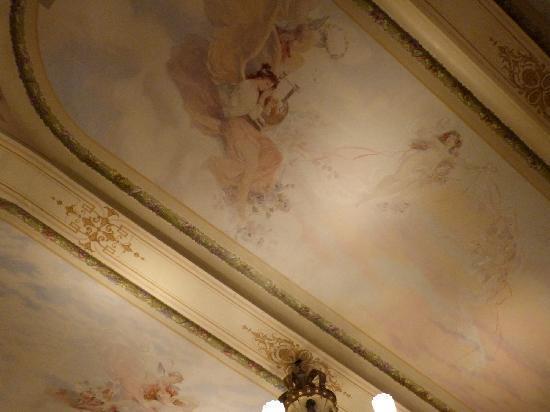 Grand Hotel Kronenhof: Deckenmalerei mit Jugendstilelementen