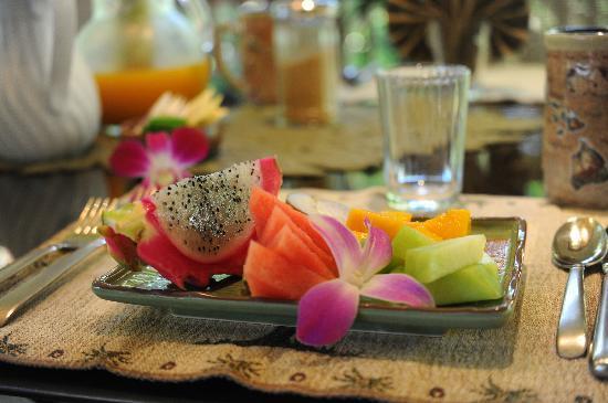 Honu Kai B&B : 朝ごはんのフルーツ 毎日盛りだくさんで違います