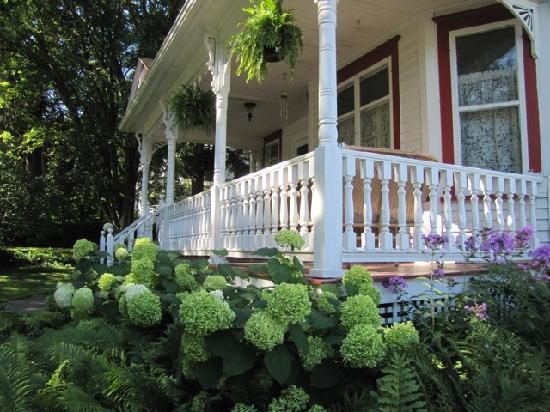 O'Leary's Bed and Breakfast : Inviting Porch