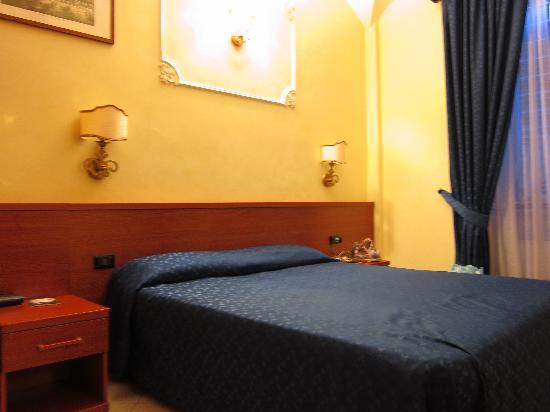 Arco Romano Rooms: neat room
