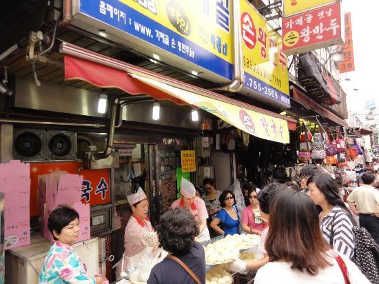 Gamekol Son Wangmandu: いつも行列、黄色い看板のお店です