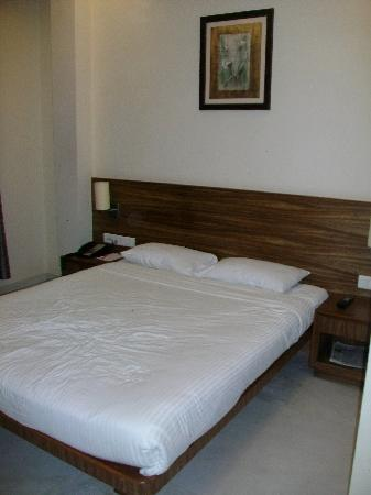 Hotel Jewel Of Chembur : Bed