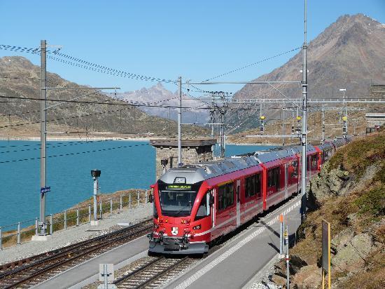 Bernina Express : Kurz nach der Haltestelle Hospiz