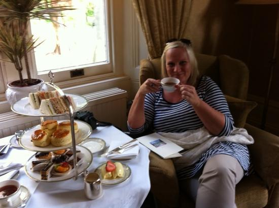 Ashdown Park Hotel & Country Club: afternoon tea
