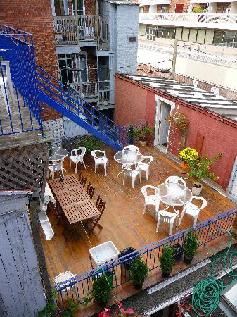 Le Simone: Terrasse pour petit déjeuner du Simone et du Chasseur
