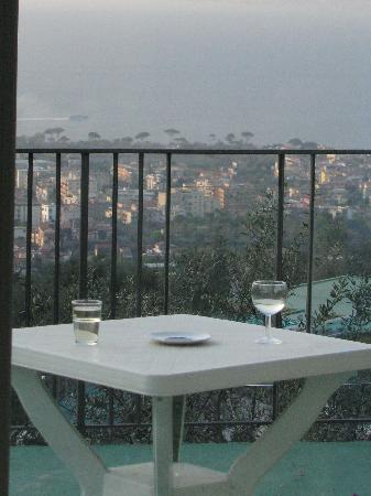 Casa Mazzola B&B: patio overlooking bay of naples